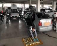 YAKIT DEPOSU - Otomobilin Yakıt Deposunda 12 Kilo Esrar Ele Geçirildi