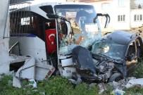 SERVİS OTOBÜSÜ - İşçi Servisi İle Kamyonet Çarpıştı Açıklaması 1 Ölü, 2 Yaralı