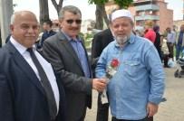 AHMET ÖZEN - Altıeylül Belediyesi Gül Ve Hadis Dağıttı