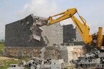 KAÇAK YAPILAŞMA - Sit Alanı Ve Hazine Arazisindeki Kaçak Yapılar Yıkıldı