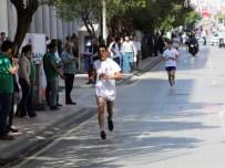 MESİR MACUNU FESTİVALİ - Mesir Festivali Koşusu'nda Minik Ceylin İlgi Odağı Oldu