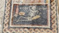 'Neşeli Ol Hayatını Yaşa' Yazılı Mozaik Bulundu