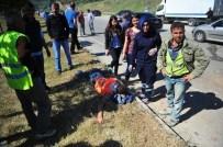 MUSTAFA CANDAN - Tır Otoyol İnşaatı İşçilerini Taşıyan Minibüse Çarptı Açıklaması 6 Yaralı