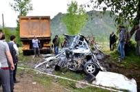 DEMIRCILI - Giresun'da Kamyon İle Otomobil Çarpıştı Açıklaması 2 Ölü