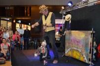 PAVEL - Kayseri Forum 23 Nisan'da Çocukları Kukla İle Eğlendirdi