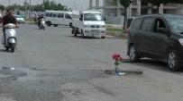 KIRMIZI GÜL - Kaza Olmasın Diye Asfalta Gül Diktiler