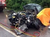 AKALAN - Çatalca'da Otomobil İle Harfiyat Kamyonu Çarpıştı Açıklaması 2 Ölü