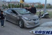 ÜMİT AKTAŞ - Otomobil, Motosikletle Çarpıştı Açıklaması 1'İ Ağır 2 Yaralı