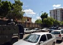 Diyarbakır'da askeri binaya bombalı saldırı!
