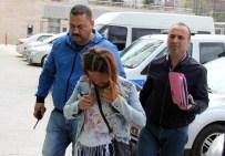 Ev Sahibi Duş Alırken Eve Giren Bayan Hırsız Pantolonu Çaldı