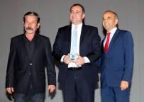 NECATI AKPıNAR - Film Festivali'nden Çankaya'ya Plaket