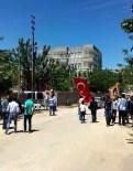 Şehidin Baba Evinin Bulunduğu Mahalleye Türk Bayrağı Asıldı