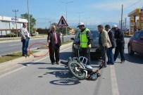 Yaya Yolundan Geçen Motosiklet Otomobille Çarpıştı Açıklaması 1 Yaralı