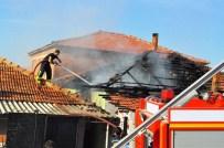 Manisa'da İki Kardeşin Evi Yandı