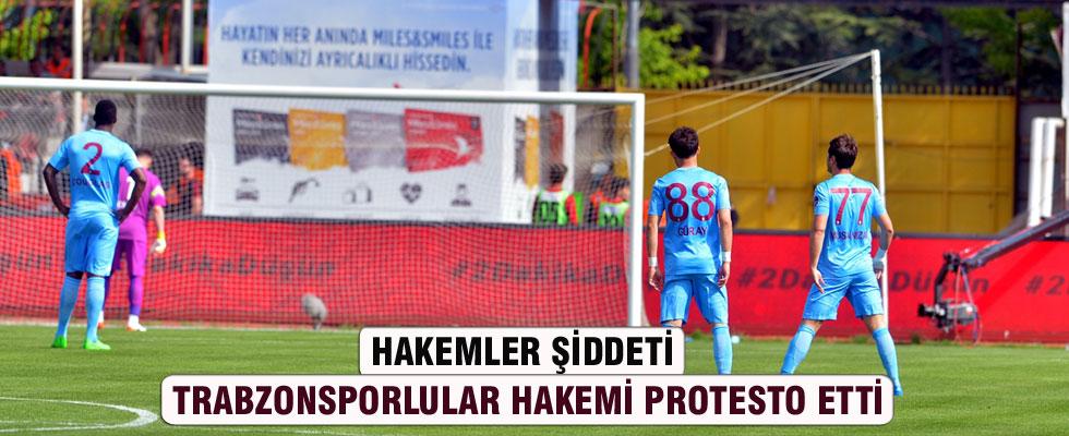Trabzonsporlu futbolculardan ilginç protesto