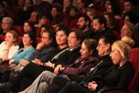 EMRE KARAYEL - Konak'ta Güldüren 'Kredi' Oyunu