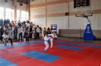 HASAN ÇALıŞ - Sökeli Karateciler Uşak'tan Başarıyla Döndü