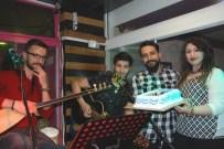 MEHMET ALI ÇAKıR - Müzisyene Patronundan Doğum Günü Jesti