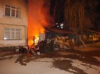 ORHAN ÖZER - Yanan Hurda Dolu Ev Güçlükle Söndürüldü