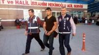 Fuhuş İçin Yerlere Kartvizit Atan Şahıs Tutuklandı