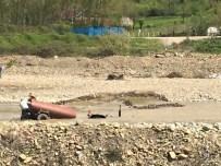 KOZCAĞıZ - Bartın'da Traktör Sulara Gömüldü
