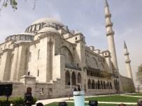 Başbakan Davutoğlu Açıklaması 'Bir Tarafta Süleymaniye, Diğer Tarafta Da Gök Kafes Adı Verilen Ucube'