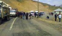 GAZ BOMBASI - Çukurca Çığlı Köyünde Sokağa Çıkma Yasağı İlan Edildi