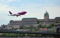TUNA NEHRI - Tuna Nehri Üzerinden Yolcu Uçağı Geçti