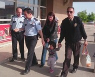 KADIN POLİS - Annesinin Bakıcıya Terk Ettiği Ada Bebek Devlet Korumasına Alındı