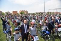 Başkan Üzülmez, 297 Öğrenciye Bisiklet Dağıttı