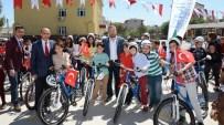 ÇOCUK OYUNCAĞI - İzmit Belediyesi Onbinlerce Bisiklet Dağıtıyor