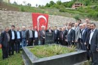 Eski Milletvekili Mustafa Cumur Mezarı Başında Dualarla Anıldı