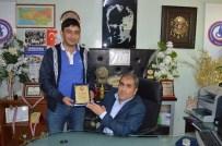 MUSTAFA BAŞ - Başkan Arslan'dan, Safa Doğmaz'a Teşekkür Plaketi