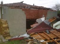 Kastamonu'da Fırtına Evleri Yıktı, Çatıları Uçurdu