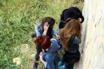 MAHSUR KALDI - Üniversiteli Kızlar Kale Burçlarında Mahsur Kaldı