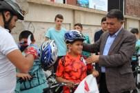 Erzin Belediye Başkanı Şimşek'ten Çocuklara Kask