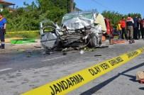 YAKUP ŞAHIN - Otomobil, Yolcu Otobüsüne Çarptı Açıklaması 3 Ölü, 2 Yaralı
