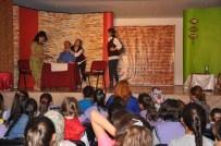 Pınarbaşı'nda ''Altın Bilezik'' Tiyatro Oyunu Sergilendi