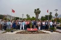 EMEKLİ BÜYÜKELÇİ - Saygı Anıtına Bakan Ve Büyükelçi Çıkarması
