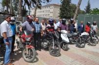 Reyhanlı'da Motosiklet Sürücülerine Kask Dağıtıldı