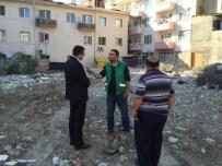 ABDÜLKADİR ÖZEREN - CHP'li Vekil Bülent Öz Lapseki'de Yıkılan Binayı İnceledi