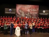 DOĞUM GÜNÜ PASTASI - Büyükçekmece Halk Korosu Milli Marşları Seslendirdi
