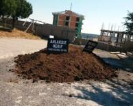 HAYVAN DIŞKISI - CHP'li Vekilin Evine Hayvan Dışkısı Döktüler
