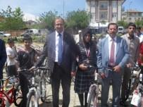 Kovancılar'da Öğrencilere Bisiklet Hediye Edildi