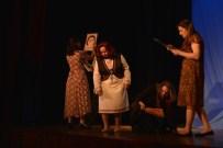 SIMURG - 'Nazım Ormanında Gündüz Gece' Oyunu Sahnelendi
