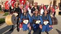 Burhaniye'de Üniversiteli Oyunculara Alkış