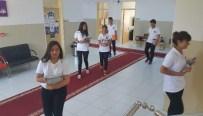 ŞARK KÖŞESI - Öğrencilerin Ayaklarına Kırmızı Halı Seren Lise