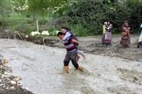 Köylüler Çocukları İçin Köprü İstiyor
