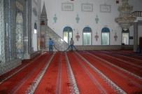 Keles'te Camiler Temizleniyor