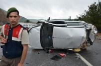 İLK YARDIM - Sporcuların bulunduğu araç takla attı: 1 ölü, 4 yaralı